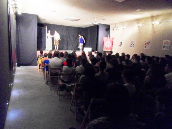 Público en la representación teatral. /Dip.