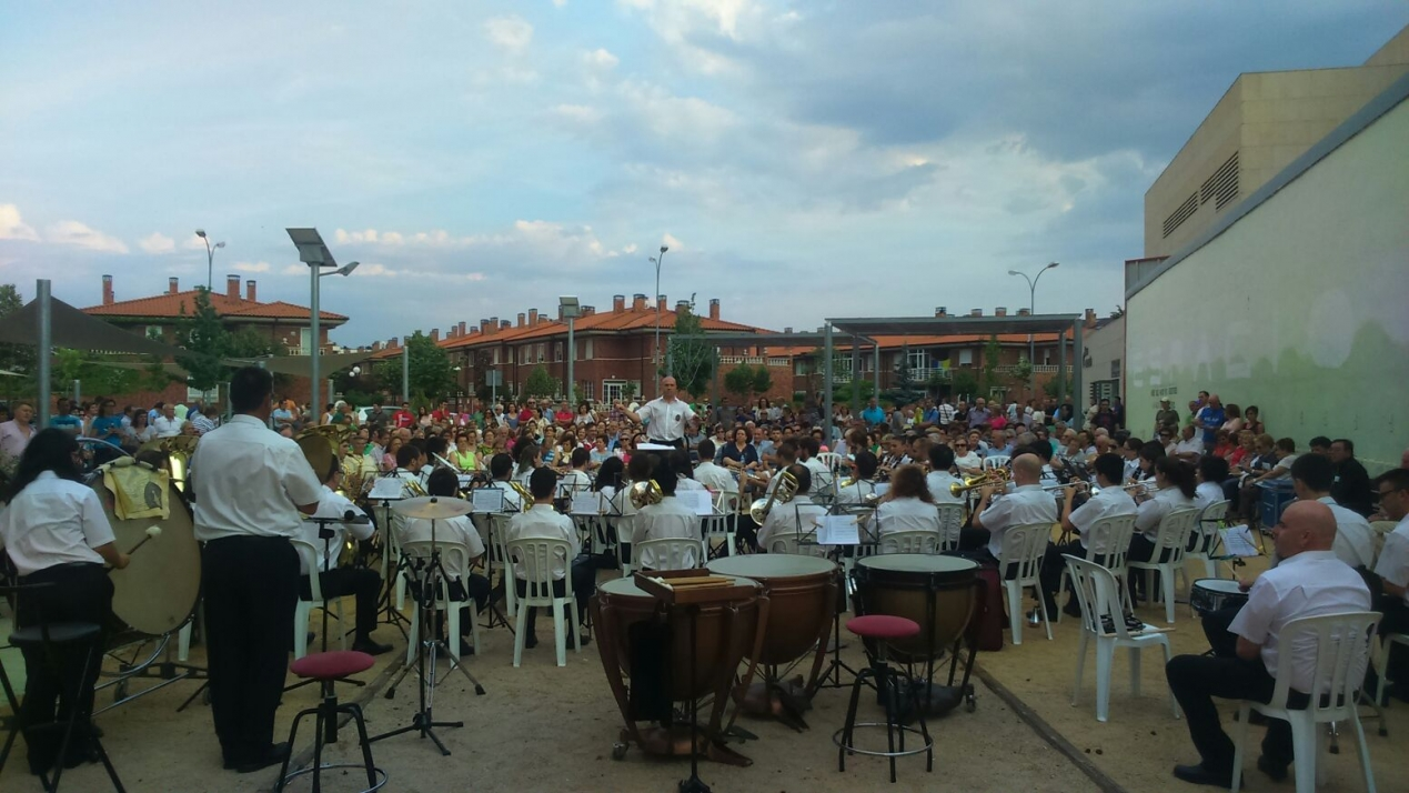 Foto 2 - La Banda cierra con éxito su primer concierto estival