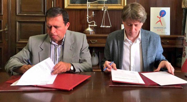 Javier Barrio (izda.) y Carlos Martínez este jueves./Ayto.