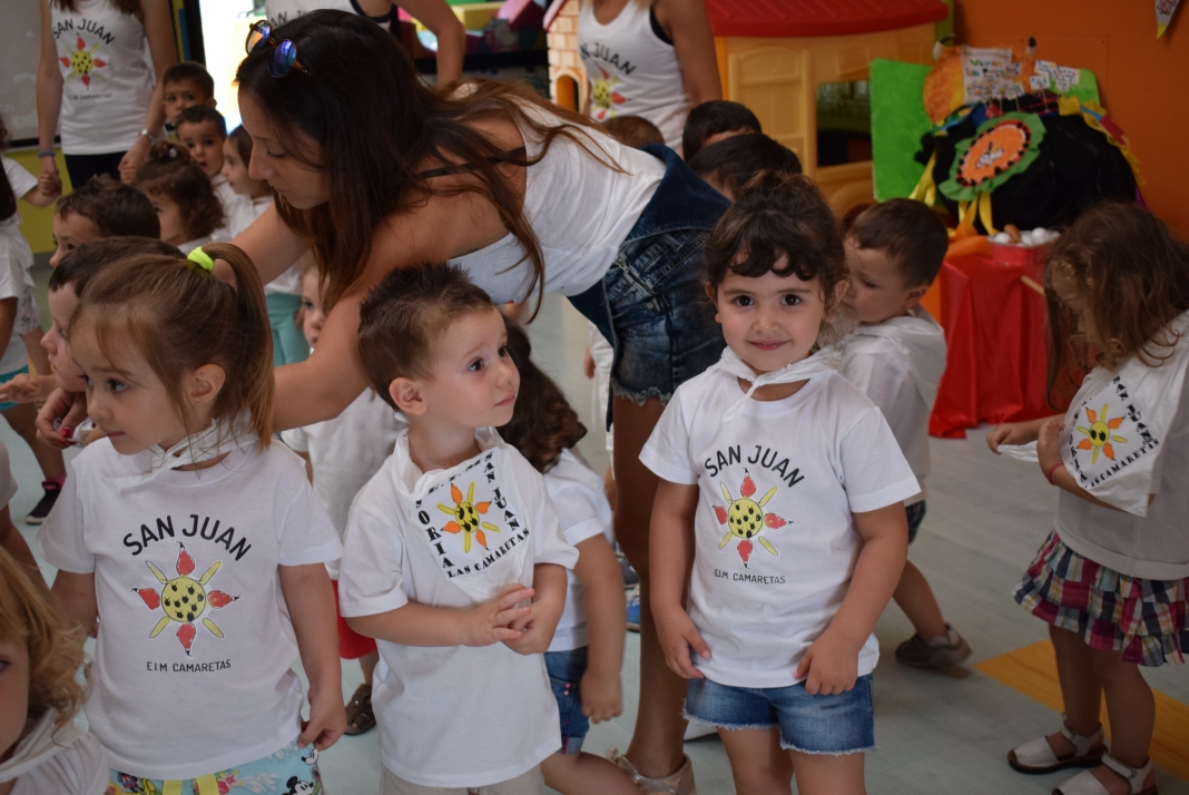 Los pequeños han disfrutado con los 'sanjuanes', como una 'cuadrilla' más. /SN