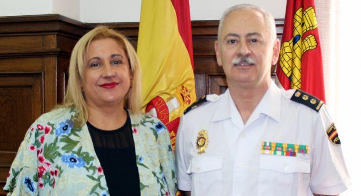 El nuevo comisario con la subdelegada del Gobierno en Soria.