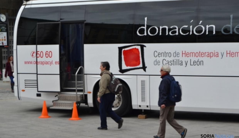 Foto 1 - El autobús de la Hermandad de Donantes de Sangre sale de nuevo a la calle