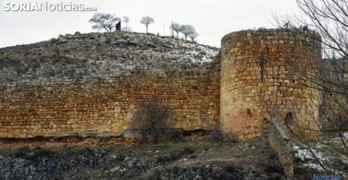 Imagen invernal de un tramo de la muralla de Soria./SN