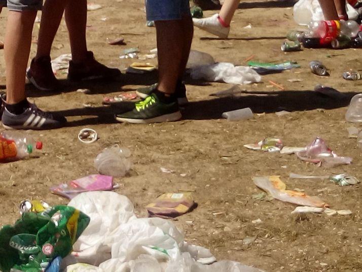 Residuos, en la zona de los chiringuitos. /Asden