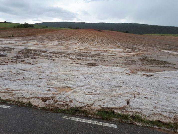 El granizo ha caído con fuerza en Espeja de San Marcelino.