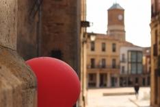 Foto 4 - Globos rojos anuncian las Fiestas de la juventud en Almazán