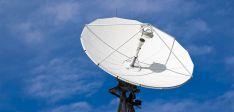 Una antena de recepción de señal de satélite.