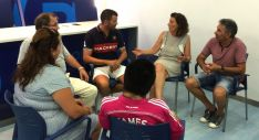 María Pérez, (al fondo) en la reunión del PP este viernes.