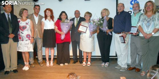 Imagen de los premiados y homenajeados con responsables institucionales. /SN