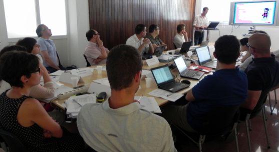 Una de las reuniones de trabajo celebrada en el centro de Lubia.