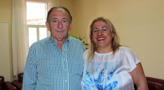 La subdelegada con el alcalde de Torrubia este lunes. / Subdeleg.