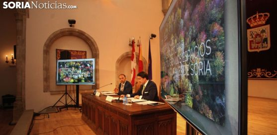 Rey (izda.) y Suárez-Quiñones este lunes en el Aula Magna. /SN