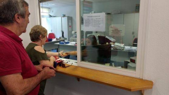 Mucho 'movimiento' en las oficinas del club rojillo para adquirir el abono. /CDNumancia