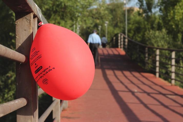 Foto 2 - Globos rojos anuncian las Fiestas de la juventud en Almazán
