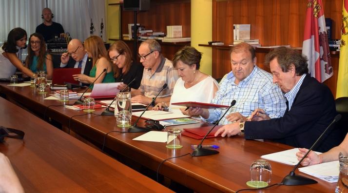 """Foto 1 - Valoran positivamente el """"impulso"""" con la Junta en el desarrollo del Acuerdo Marco"""