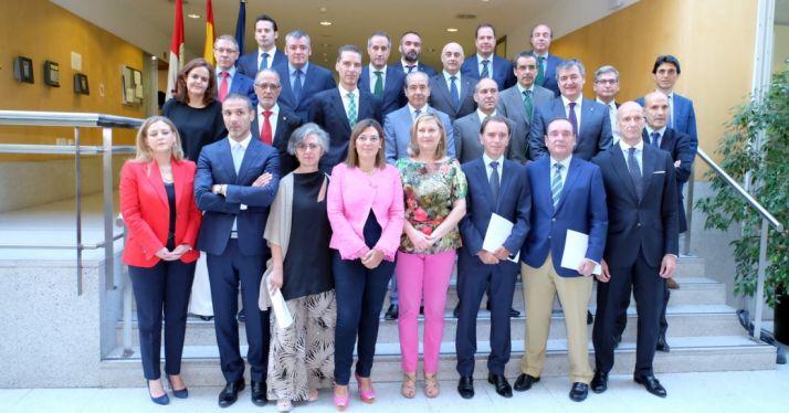 Representantes de las entidades financieras y de la Junta tras la firma del convenio./Jta.
