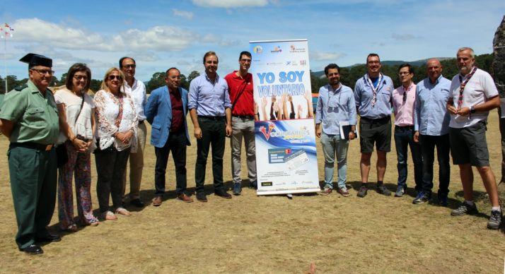 Autoridades provinciales y nacionales con el director del Instituto de la Juventud.