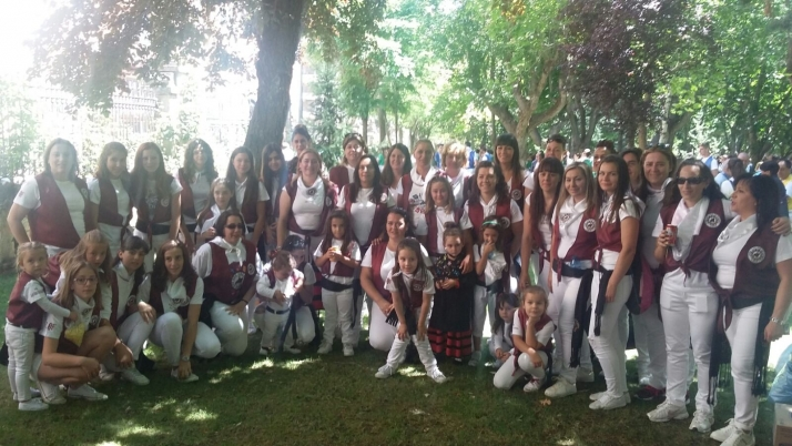 Foto 1 - Las mujeres de Los Que Faltaban desfilan por primera vez el Domingo de Calderas