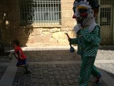 Foto 5 - El barrio de San Pedro inicia sus fiestas con desfile de gigantes y cabezudos