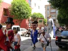 Foto 6 - El barrio de San Pedro inicia sus fiestas con desfile de gigantes y cabezudos