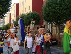 El barrio de San Pedro inicia sus fiestas con desfile de gigantes y cabezudos