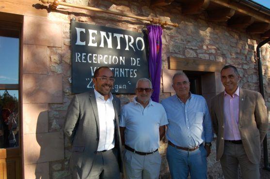 Luis Rey otros representantes en el acto. / Diputación.