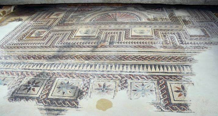 Foto 1 - Culmina la restauración del mosaico de la plaza de San Pedro, en Medinaceli