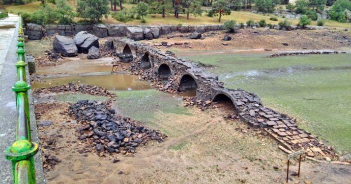 El puente romano del embalse.