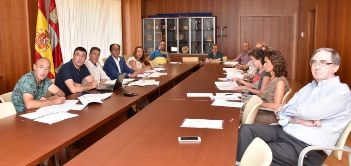 Reunión de la comisión de Montes. /Junta.