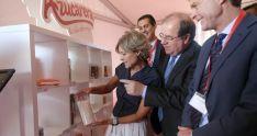 Herrera e Isabel García Tejerina en la factoría este miércoles./Jta.