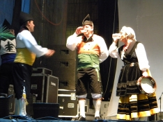 Foto 6 - El XXII festival de música y danza tradicional llena la Plaza Mayor