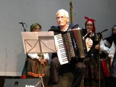 Foto 5 - El XXII festival de música y danza tradicional llena la Plaza Mayor