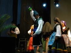 Foto 3 - El XXII festival de música y danza tradicional llena la Plaza Mayor