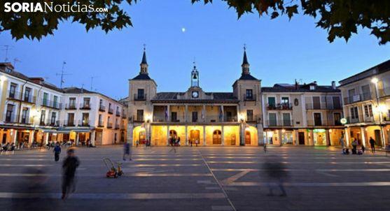 Iluminación nocturna en la plaza Mayor burgense./SN