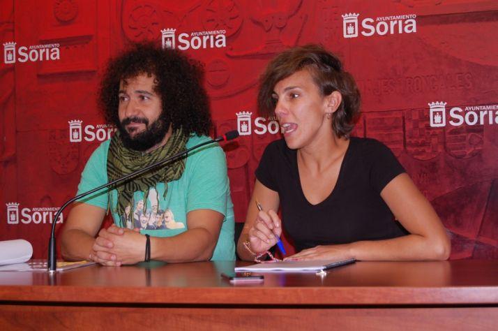 Inés Andrés y Nano López presentan el concurso de relatos de terror.