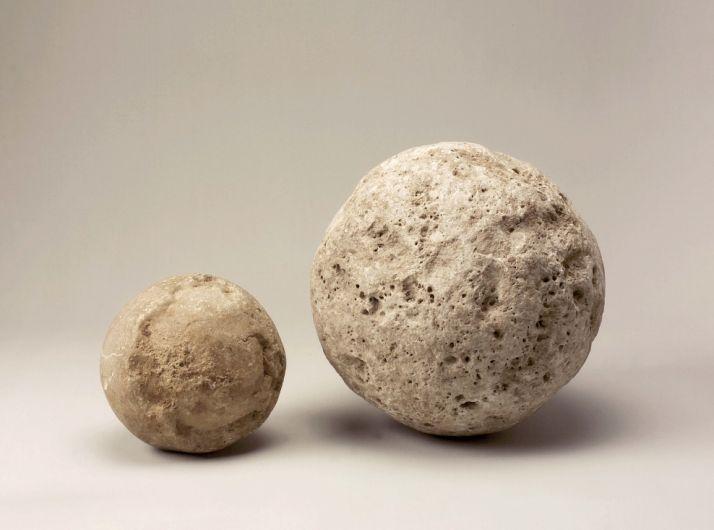 Foto 1 - Piedras de catapulta procedentes de Numancia, 'Pieza del mes' del Museo Numantino
