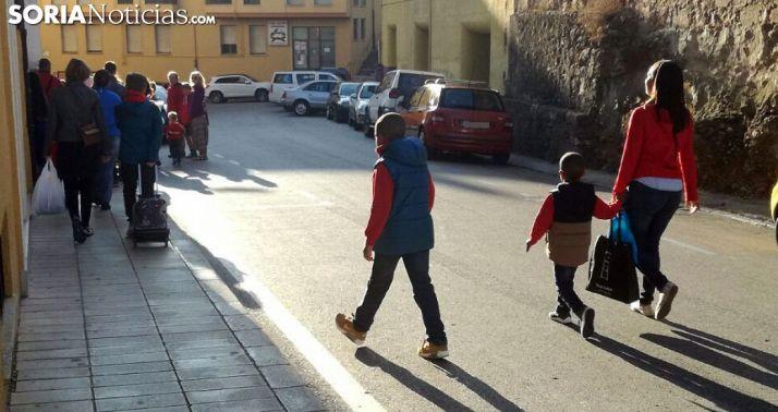 Miembros de una familia este primer día de curso escolar./SN