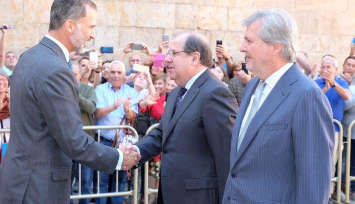 Herrera, con SM el Rey y el ministro de educación este jueves.