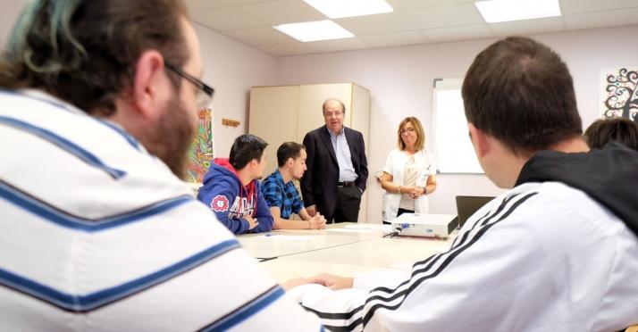 Foto 1 - Herrera destaca la labor de los centros especiales de empleo para una vida independiente