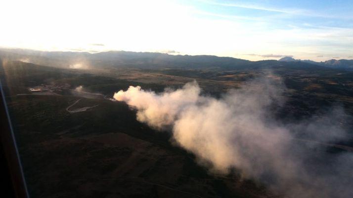 Vista aérea del incendio donde se aprecian varios focos. /Jta.