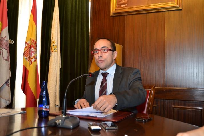 Foto 1 - Luis Rey, único candidato a la secretaría del PSOE para el XV Congreso Provincial