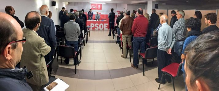 Imagen del minuto de silencio en recuerdo a Eloísa Álvarez/ PSOES