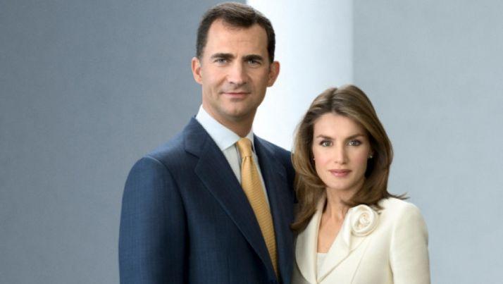 Imagen oficial de Don Felipe y Doña Letizia./Casa Real