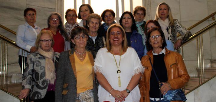 El grupo con la subdelegada (ctro.).