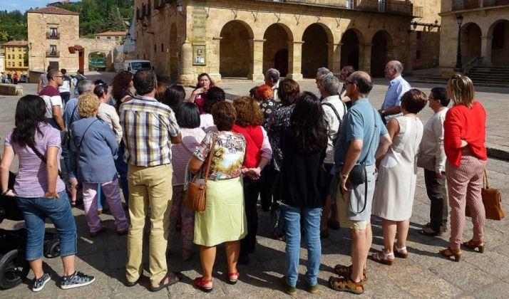 Una visita guiada en la plaza Mayor./SN