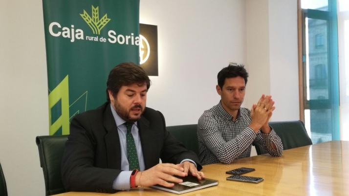 Foto 1 - La Caja adquiere 250 nuevos carnets del Numancia para sus socios más jóvenes