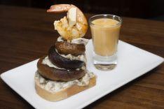 CAFÉ BAR TEATRO AVALON -Torre de champiñones con gazpacho de melocotón