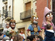 Foto 2 - Los gigantes y cabezudos llenan de color las calles de Soria