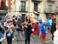 Foto 3 - Los gigantes y cabezudos llenan de color las calles de Soria