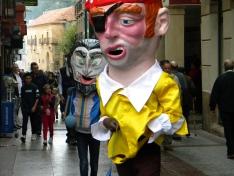 Foto 6 - Los gigantes y cabezudos llenan de color las calles de Soria